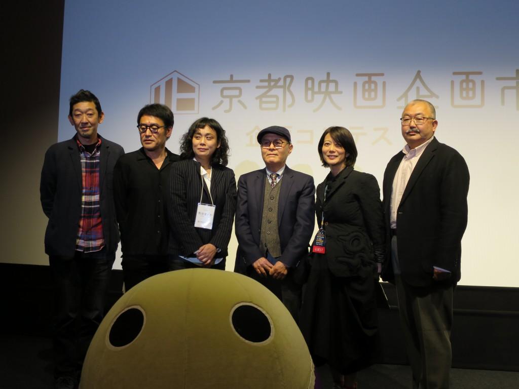 左から久保田氏、西ヶ谷氏、熊谷氏、掛尾氏、三島監督、井上氏